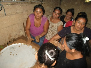 _bienvenida-sharing-new-recipes-with-mothers-in-el-chol-a-neaby-community
