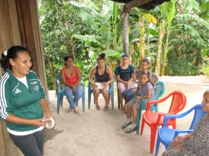 Bolvina Amador, Vecinos Honduras staff, leads a discussion about what creates a healthy home with the women of  AguaZ