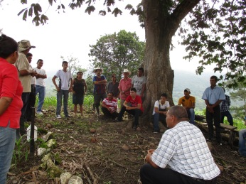 _roy-organizes-meetings-for-communities-to-consider-the-benefits-and-responsibilities-of-joining-tcp-vecinos